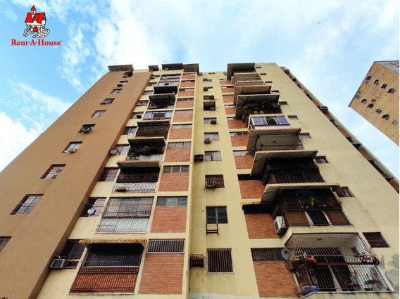 Apartamento En Venta Urb El Centro Cod 20-18430 Sh
