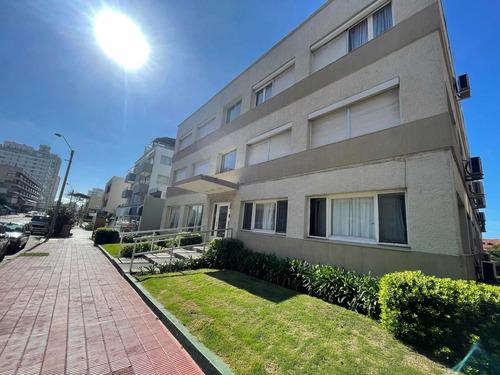 Apartamento 1 Dormitorio Y Medio A Paso P.  Emir Usd 92.000