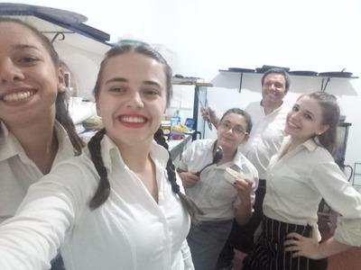 Servicio De Mozos, Camareras, Aydante De Cocina Y Parrillero