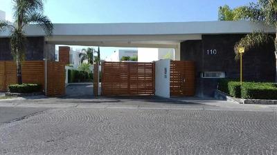 Renta Departamento En Planta Baja, En Juriquilla Santa Fé, Querétaro. Condominio Ensueño