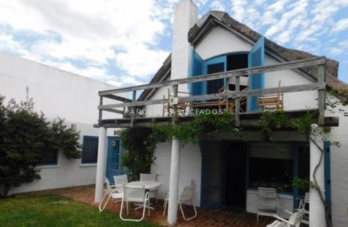Casa En Venta De 5 Dormitorios En La Barra -ref:3949
