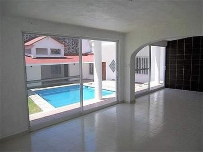 Casa En Venta En Fraccionamiento Reforma, Cuernavaca