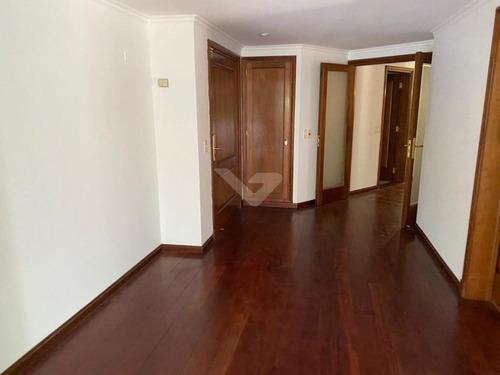Apartamento En Planta Baja. 3 Dormitorios En Suite Y Servicio