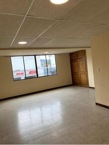 Imagen 1 de 3 de Apartamento En Renta Zona 15, Ambientes Amplios