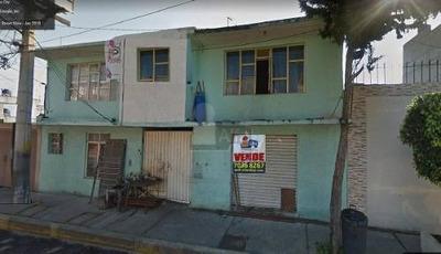 Casa En Venta, Frente Plaza Comercial Las Antenas, Dos Plantas Seccionada En 14 Cuartos Dobles Renta
