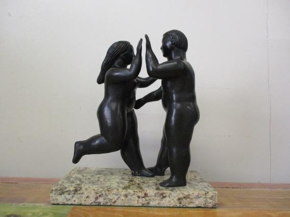 Escultura En Bronce Amigos De Fernando Botero