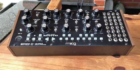 Moog Mother 32 Na Caixa