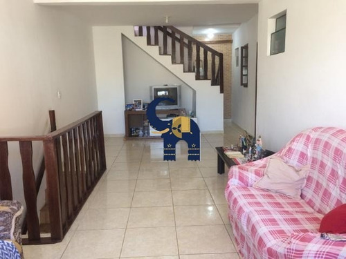 Casa Para Venda Em Pituaçu, Salvador Com 3 Quartos Sendo Duas Suites, Sala, Varanda, Cozinha, Área De Serviço, 4 Banheiros, Terraço, Uma Vaga, 240 M². - Cs00329 - 33470256