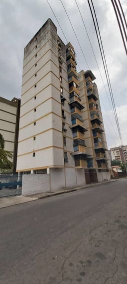 Venta Comodo Apartamento En Los Caobos 04243725877