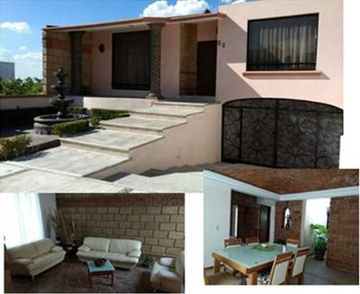 Venta De Hermosa Casa En Cumbres Del Cimatario, 3 Plantas, 3 Habitaciones, Jardí