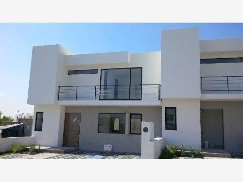 Casa Con Gran Calidad Constructiva Y Arquitectónica En Venta