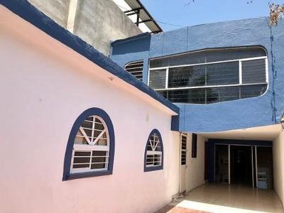Vendo Casa En El Centro, Apta Para Oficina O Consultorios