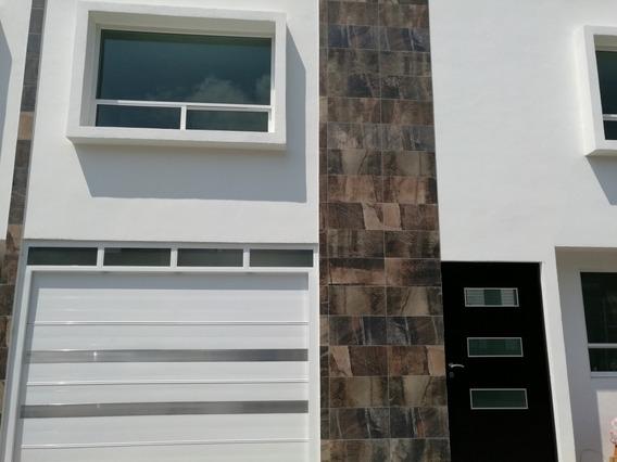 Casa De 3 Recamaras Y 2 Y 1/2 Baño, Garage Techado