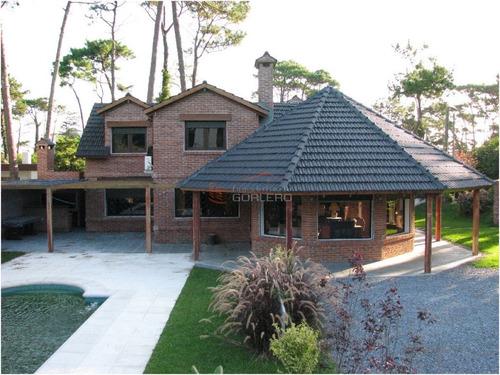 Casa En Alquiler  En Punta Del Este, Excelente Zona En La Mansa- Ref: 17673