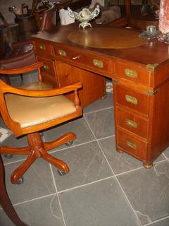 Escrivaninha Antiga Com Cadeira Giratoria Marchetada