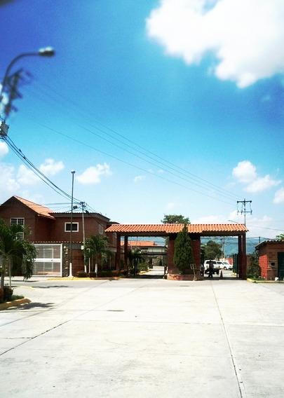 Amplia Casa En Esquina, La Esperanza, Castillejo