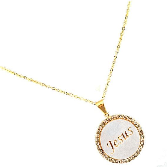 Gargantilha Medalha Branca Strass Escrito Jesus Banhado Ouro