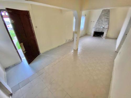 Casa De 3 Dormitorios Y Apartamento Al Fondo