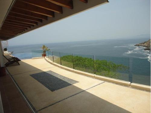 Casa Sola En Venta Fracc. Las Playas Caleta