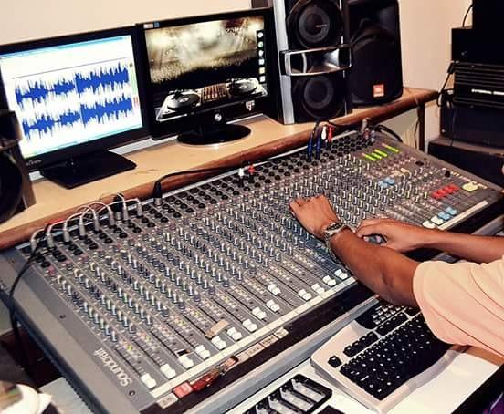 Mesa De Som Profissional Soundcraft Spirit Live 4