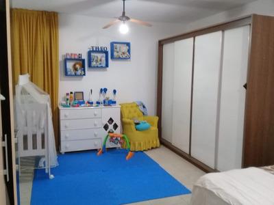 Aluga-se Casa 4 Cômodos + Quintal E 1 Vaga De Garagem