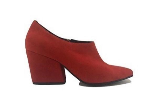 Zapato Mujer Botineta En Punta Natacha Gamuza Roja #1381