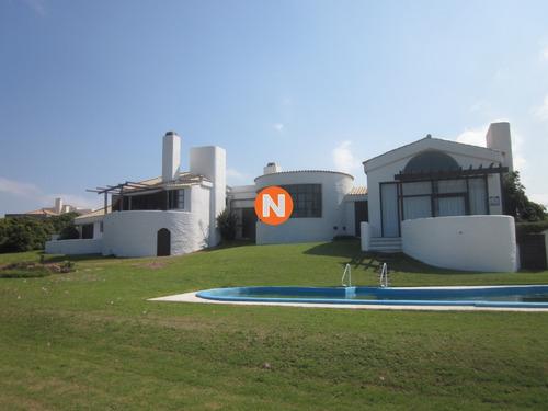 Casa En Venta Y Alquiler, Punta Piedras, Manantiales, 4 Dormitorios.- Ref: 205715