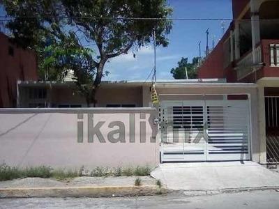 Renta De Casa Nueva Céntrica Col. Miguel Alemán Tuxpan Veracruz. Está Ubicada En Una Zona Céntrica Y Cerca De Una Escuela Primaria, También A Unas Cuantas Cuadras De La Bodega Aurrera, La Casa Const