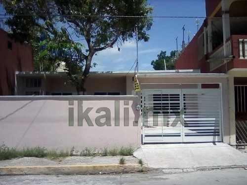 Renta De Casa Nueva Céntrica Col. Miguel Alemán Tuxpan Veracruz. Está Ubicada En Una Zona Céntrica Y Cerca De Una Escuela Primaria, También A Unas Cuantas Cuadras De La Bodega Aurrera, La Casa Consta
