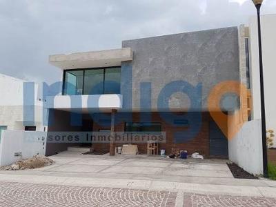 Residencia En Venta En Cumbres Del Lago (nueva)