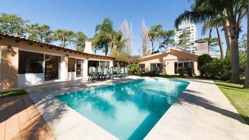 Muy Linda Casa En Entorno Super Agradable- Ref: 3500
