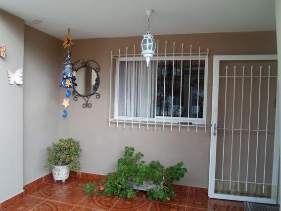 Mágica Casa Con Jardín Ubicada En Urb. Privada Las Guamas