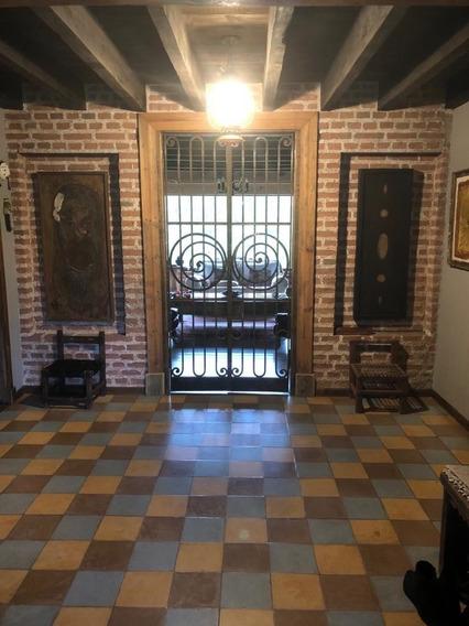 Excepcional Casa En Venta. En Barrio Vallescondido.