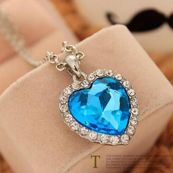 Colar Prateado Com Pingente Coração De Cristal Azul Titanic!