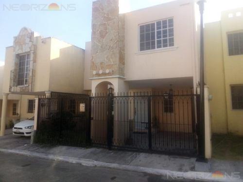 Venta De Casa En Fracc. Villas Chairel Tampico, Tam.