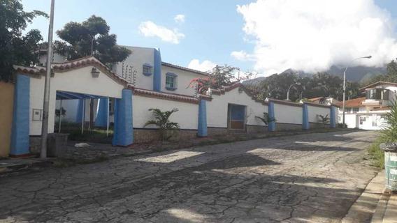 Quinta En La Urbanización El Castaño Maracay
