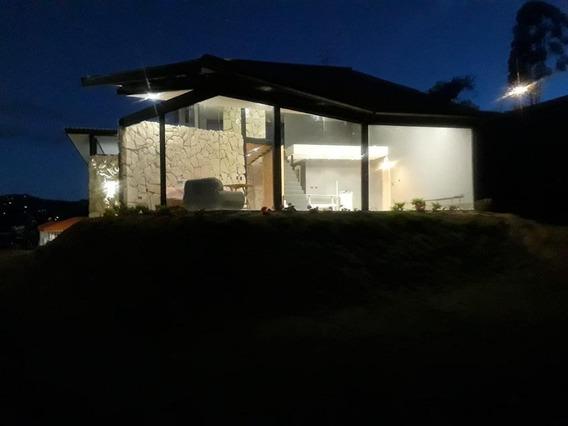 Hermosa Casa De 4 Habitaciones Con Excelente Vista Y Vecin