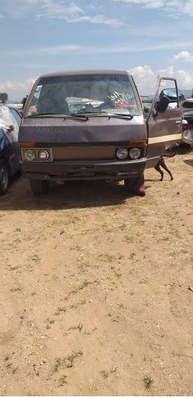Nissan Ichivan 1991 Pasajeros 2.4