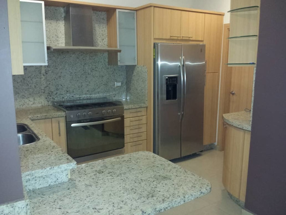 Se Vende Town House Resd. Monte Plata. Trigal Norte