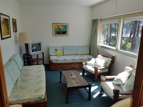 Apartamento En Muy Buena Ubicacion En Arcobaleno, De 1 Dor, 1 Baños Linda Vista. Cuenta Con Acciones En La Piscina. Consulte!!!!!!!- Ref: 2180