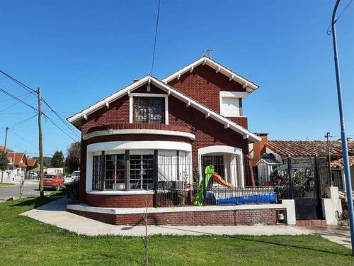 Imagen 1 de 14 de Casa De Estilo Con Vista Al Mar