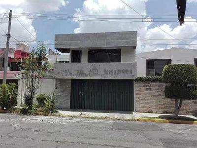 Se Vende Casa En Colonia Los Pilares.