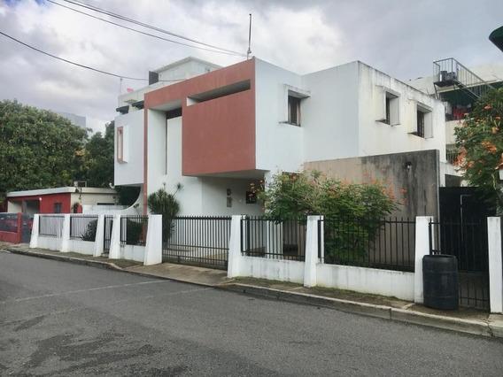 Hermosa Casa En La Av. Independencia