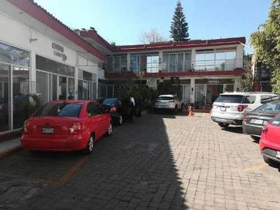 Plaza Comercial En Jardines De Santa Monica, Con 26 Locales