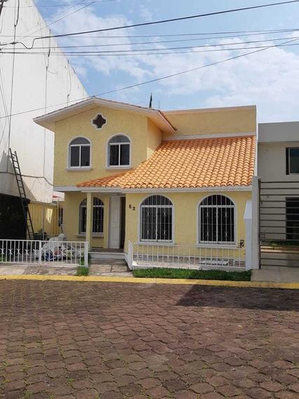 Preciosa Casa En Fracc Privado A Una Cuadra De Araucarias