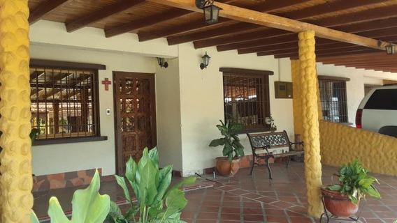 Casa En Alquiler Cabudare 20-9877 (04245563270) Nd