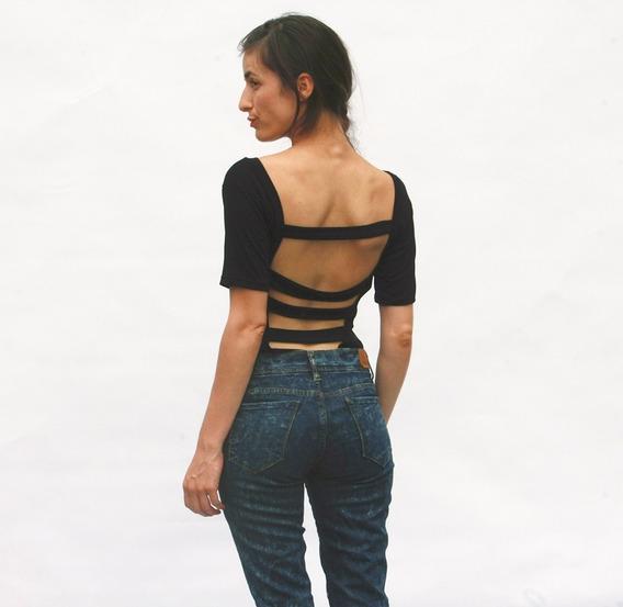 Remera Negra Manga Corta Espalda Descubierta - Mujer