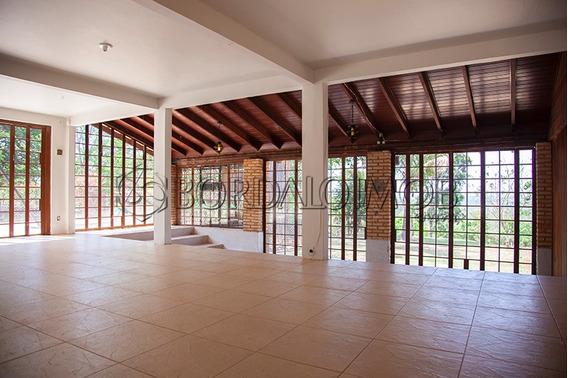 Ótima Oportunidade Para Quem Procura Morar E Investir. Casa Principal Com 300m², Estilo Rústico, Térrea, Com Varandas E Todos Os Ambientes Integrados, 3 Suítes + 2 Quartos Com Banheiro Reversível. -