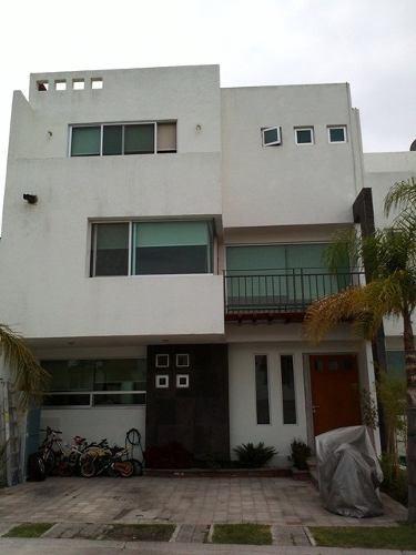 Se Remata Hermosa Casa En Fracc. Alborada En Milenio Iii Qro. Mex.