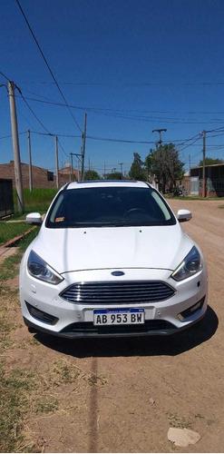 Ford Focus Titaniunm 6at Corto